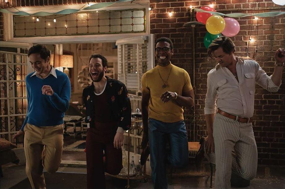Elenco de The Boys in the Banda dançando