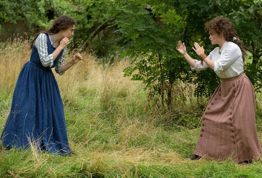 Enola treinando com sua mãe Eudoria
