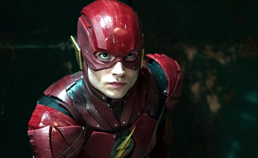 Ezra Miller como Barry Allen/Flash