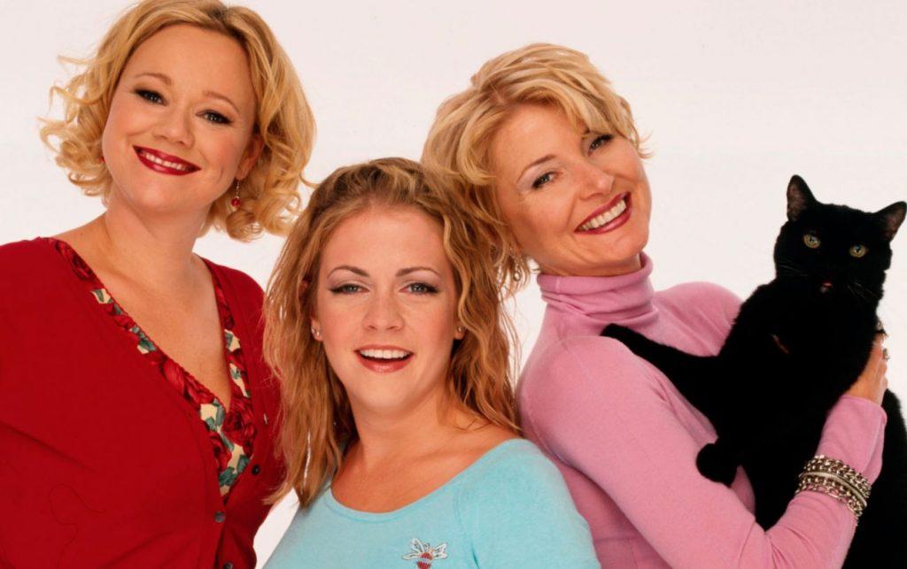 As personagens Hilda, Sabrina, Zelda e Salem da série dos anos 90