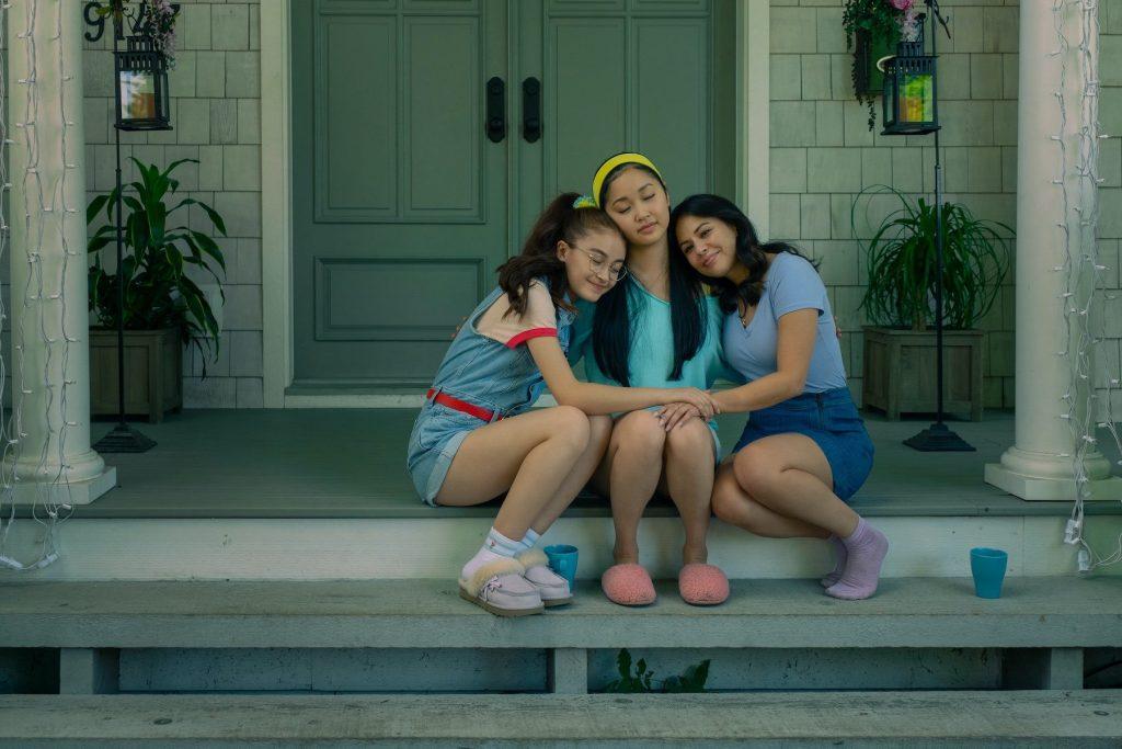 Lara Jean, Kitty e Margot em Para Todos os Garotos: Agora e Para Sempre.