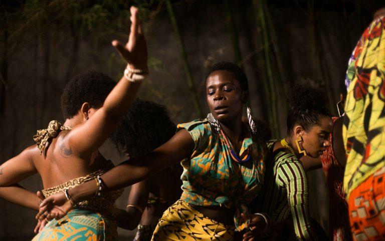 Mulheres pretas dançando
