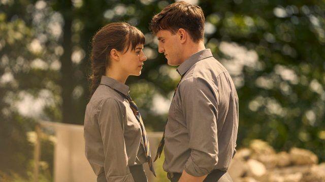Os atores Daisy Edgar-Jones e Paul Mescal caracterizados de seus personagens Marianne e Connell na série 'Pessoas Normais'. Otageek