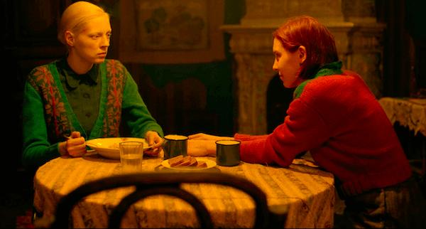 Iya e Masha comendo juntas